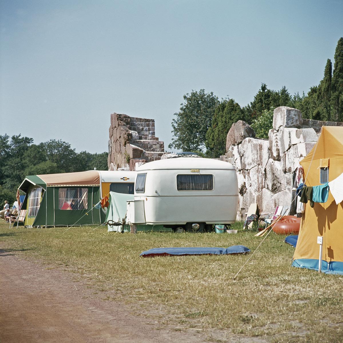 Camping vid Bomarsunds fästningsruiner.