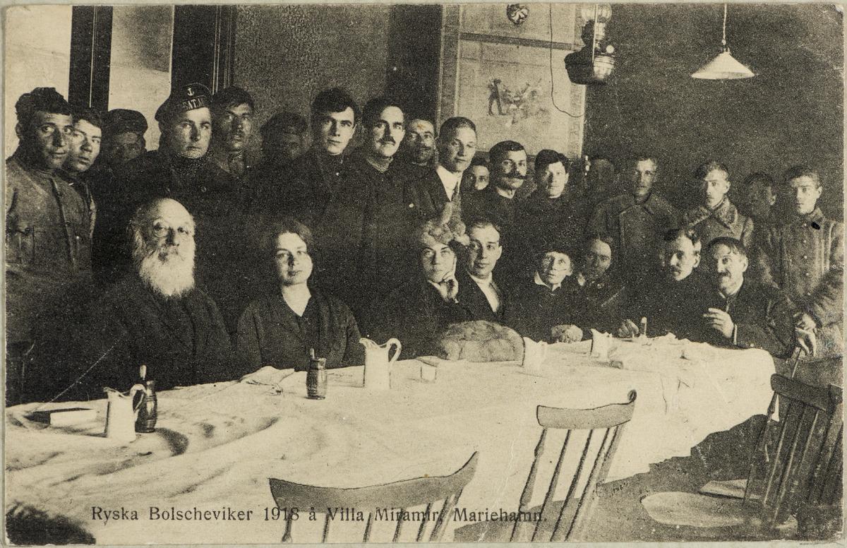Venäläisiä bolsevikkeja Villa Miramarissa Maarianhaminassa 1918. Museovirasto.