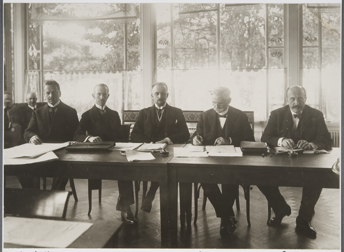 Finnish and Swedish delegations during the Conference on the Neutralization of Åland in 1921. The persons on the photo, starting from the left are Rafael Erich, Oscar Enckell, Carl Enckell, Erik Marcks von Württemberg and Eric Trolle. Finnish Heritage Agency.