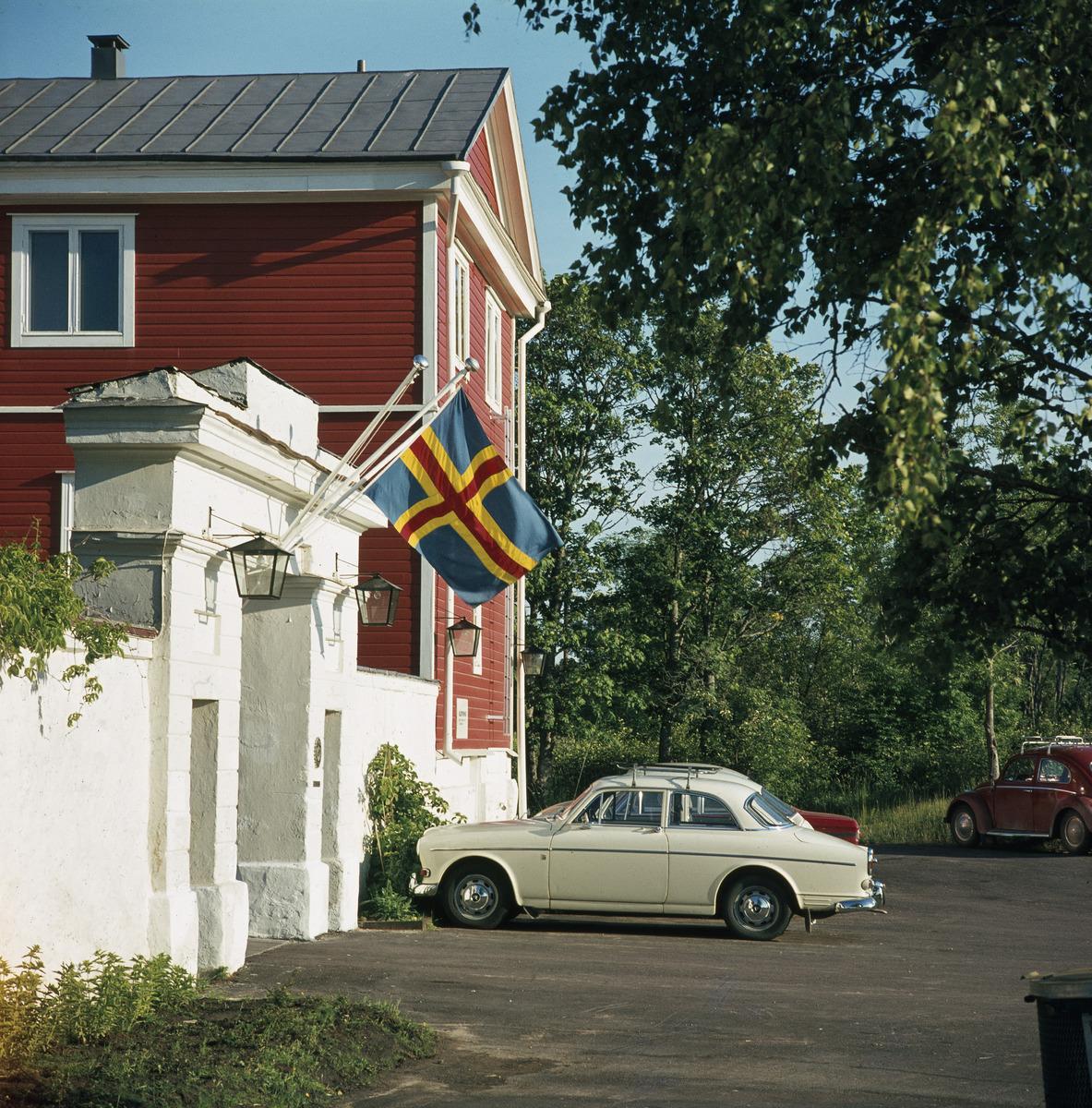 Sisäänkäynti Godbyn turistihotelliin