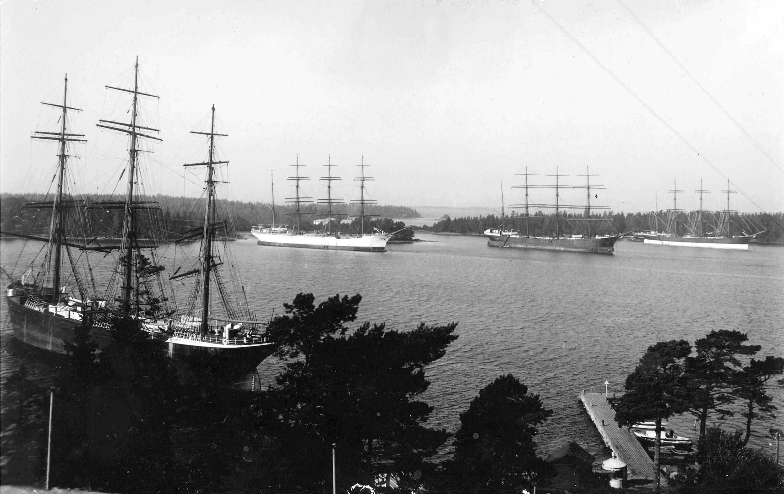 Purjealuksia Maarianhaminan Länsisatamassa 1933.