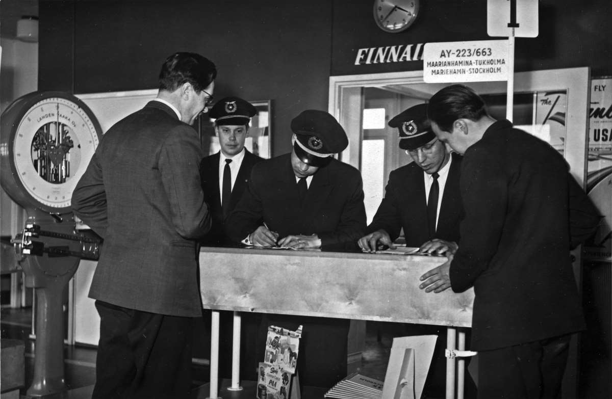 Checking in at the airport of Mariehamn in 1957.