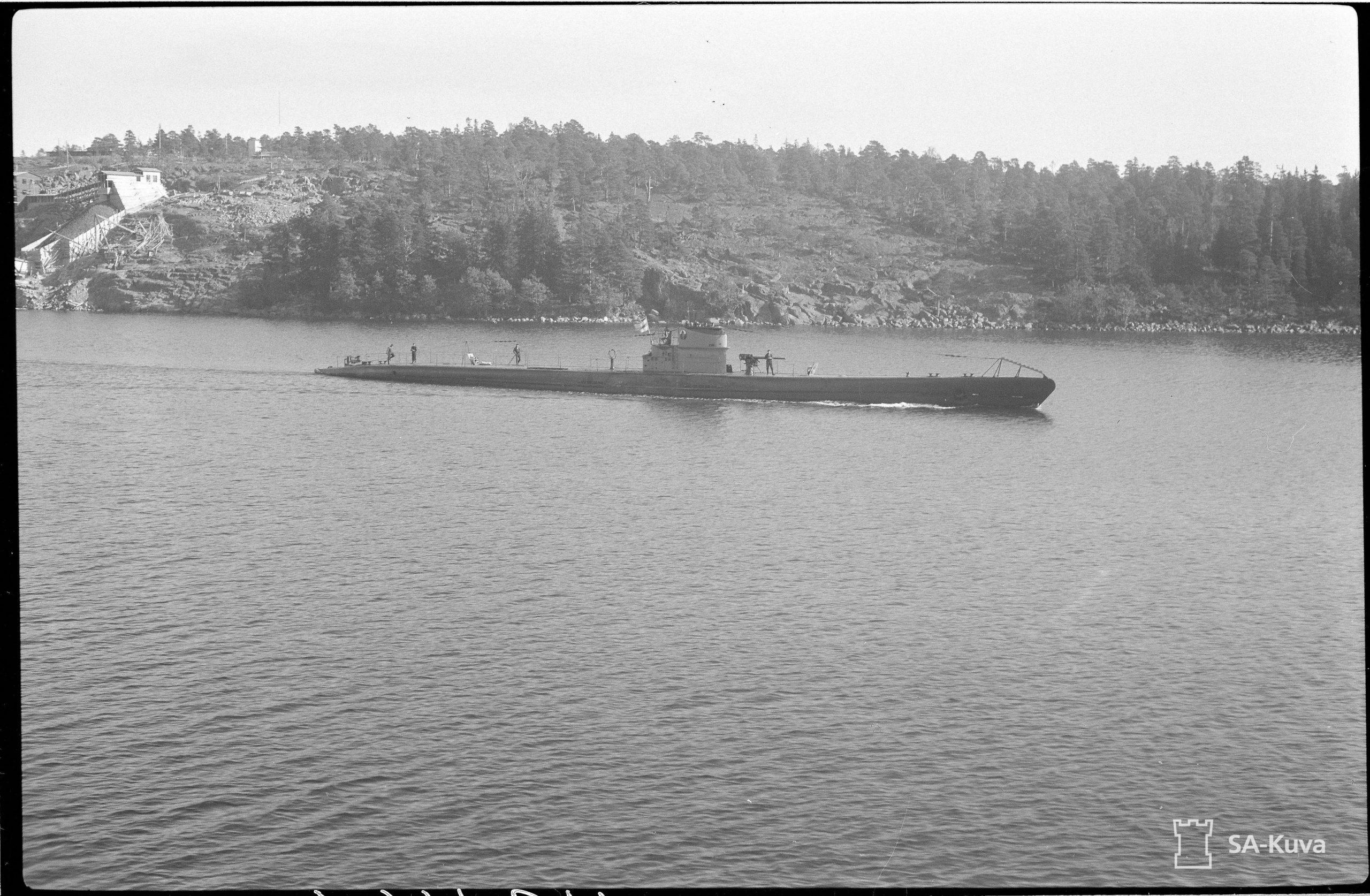 Finländsk ubåt i Ålands skärgård.